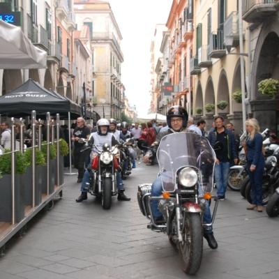 Partenza del giro turistico lungo Corso Umberto I